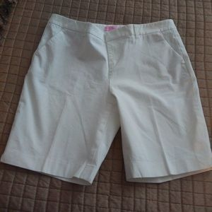 LILLY PULITZER WHITE BERMUDA SHORTS SIZE